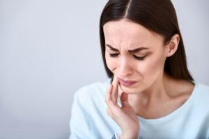 woman dental pain