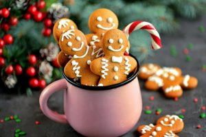 coffee mug full of gingerbread men